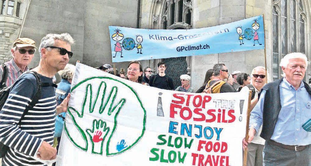 Mit 70 zur Demonstration: Der Klimawandel beschäftigt nicht nur die Jungen. | JACCARD