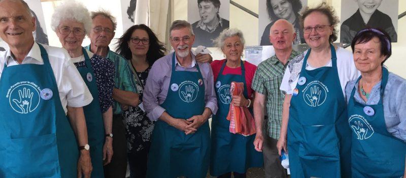 à Martigny le 15 juin 2019,  plus durable avec les main dans la vaisselle au Festival des 5 continents